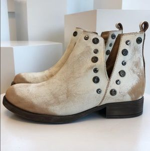 Musse & Cloud Distressed White Ankle Boot